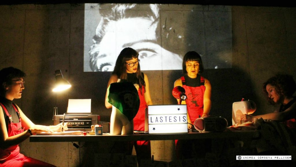 LasTesis, una experimental puesta en escena donde sus autoras e intérpretes profundizan en distintos ensayos teóricos que abordan problemáticas de género desde la perspectiva feminista.